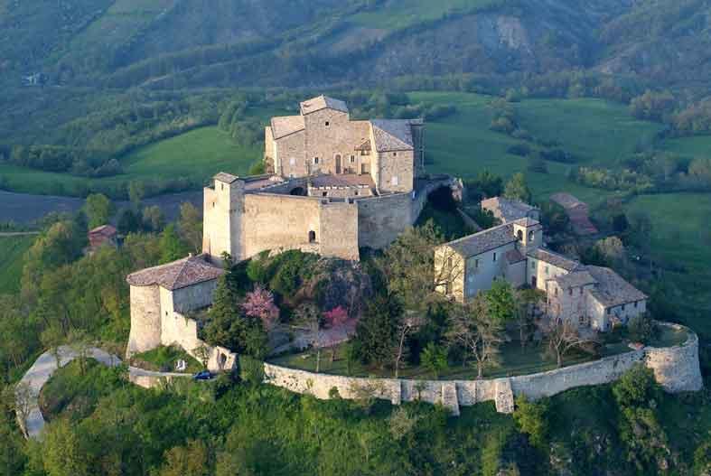 Castello-di-Rossena-foto-Superstudio
